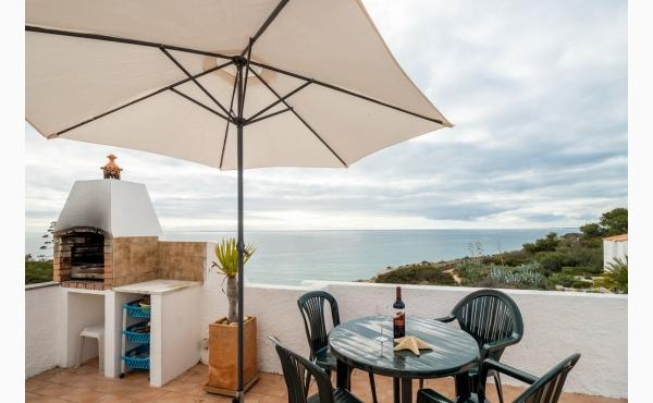 Mehr Meer geht nicht. Dachterrasse mit Grill, Essplatz und Sonnenliegen / Roofterrace with BBQ, Diningarea and sunbeds