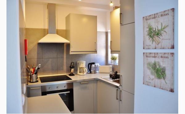 Küche mit Spülmaschine / Kitchen with dishwasher